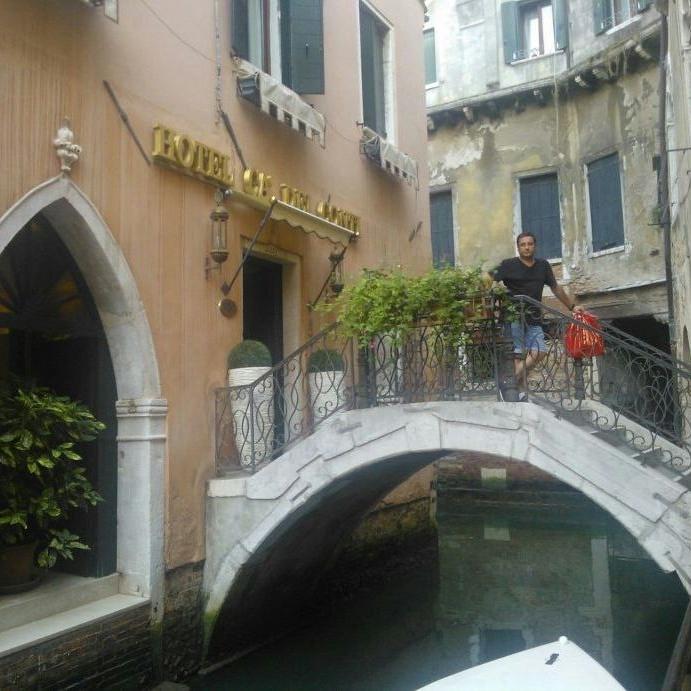 Alfonso en su hotel de Venecia