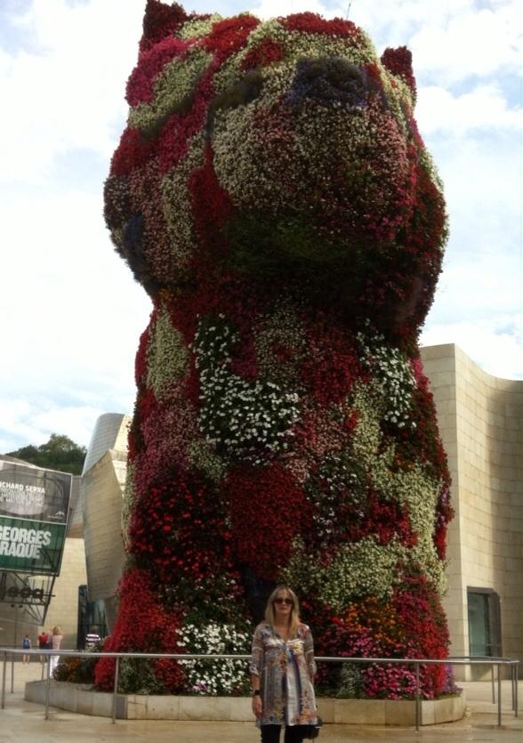Ana con el Puppy en Guggenheim Bilbao