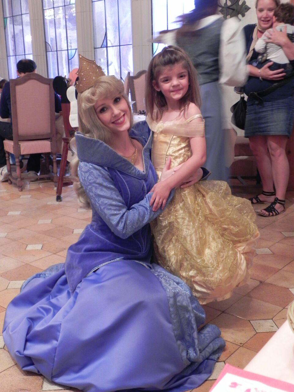 Naiara disfruta en Disneyland París