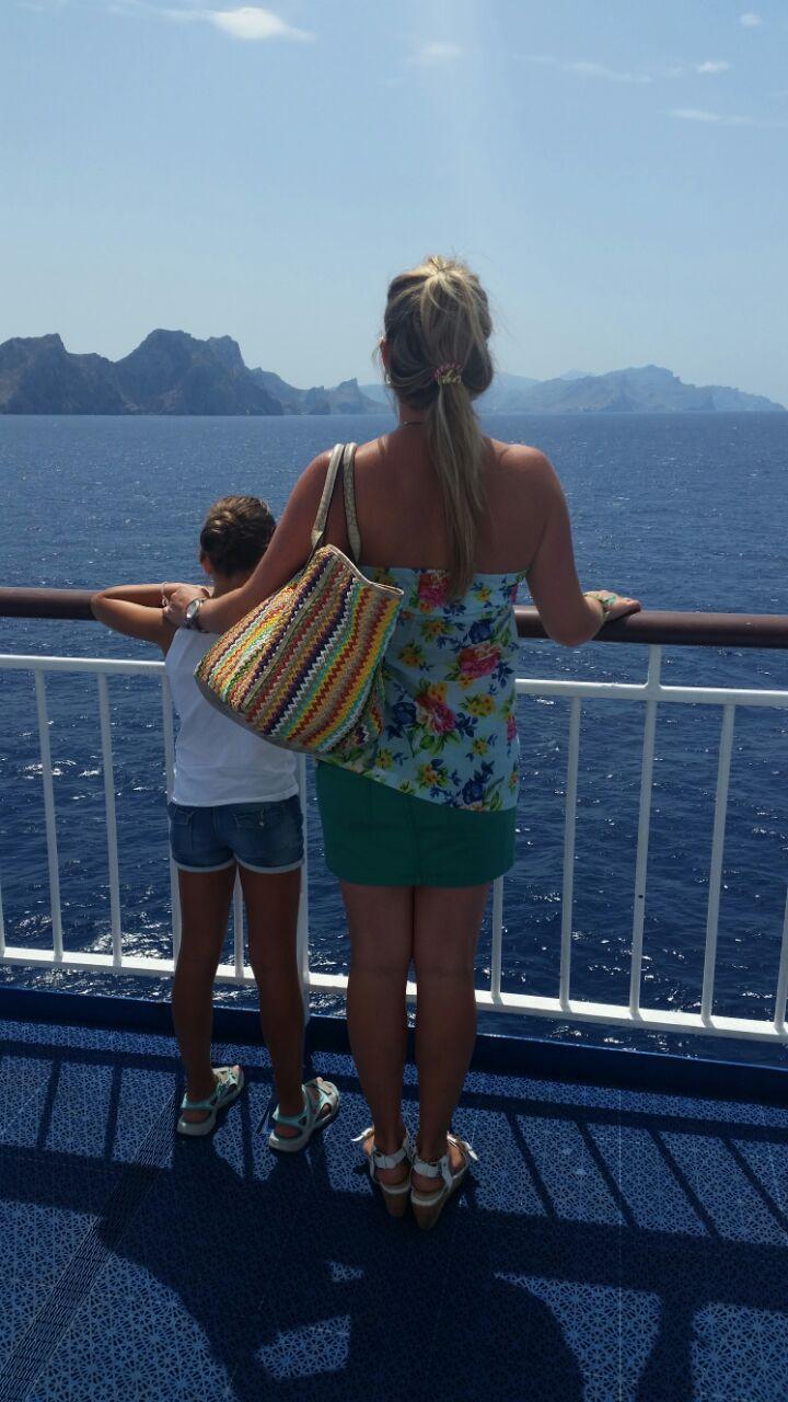 Susana y su hija se despiden de la isla