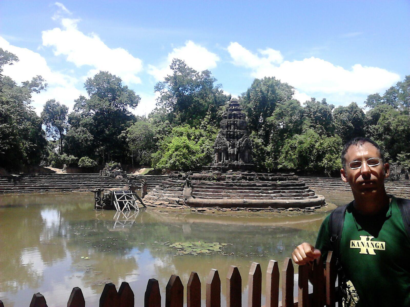 Ángel en uno de los pequeños templos de Angkot, Camboya