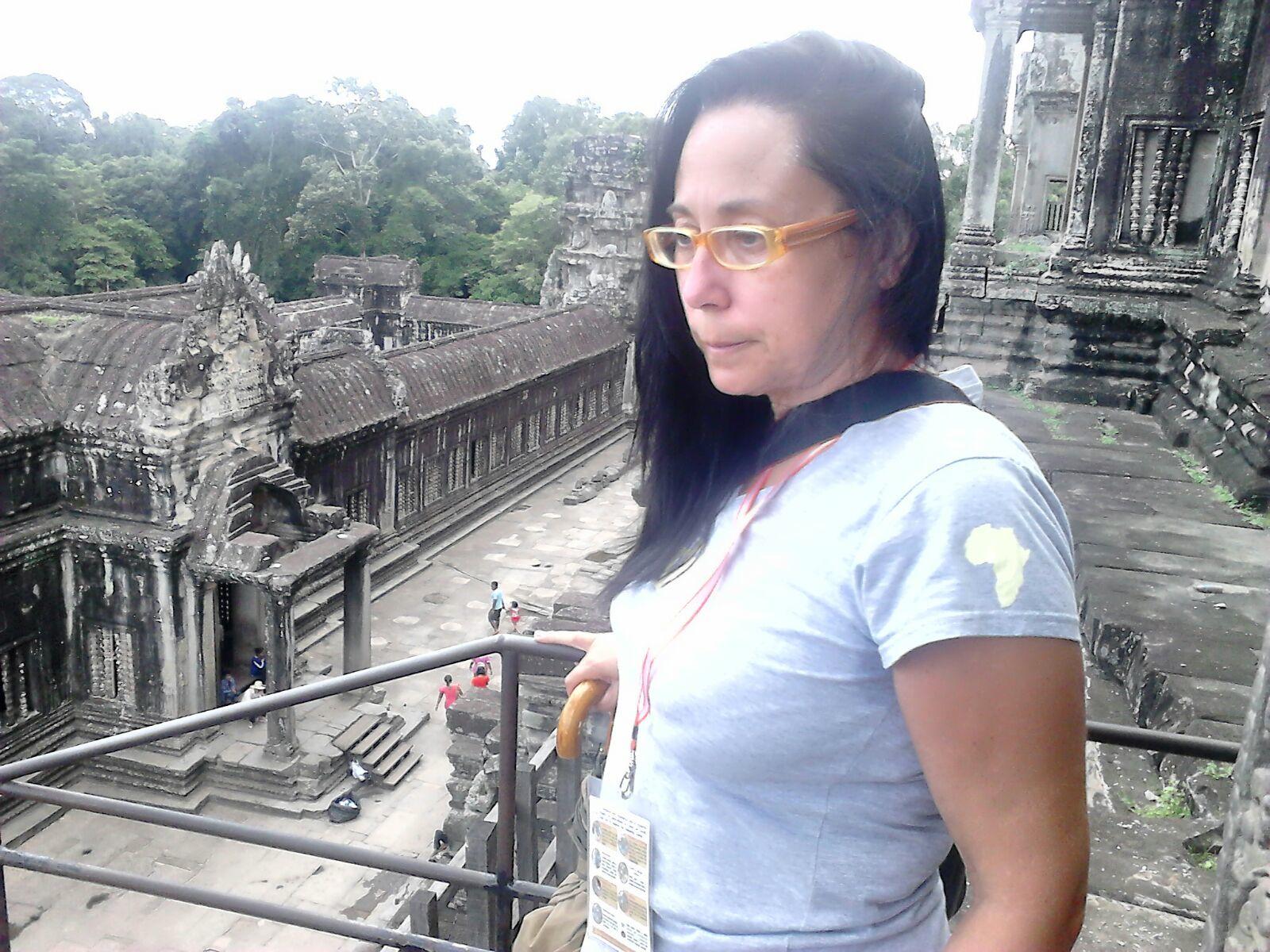 Anna en el templo de Angkor wat en Camboya