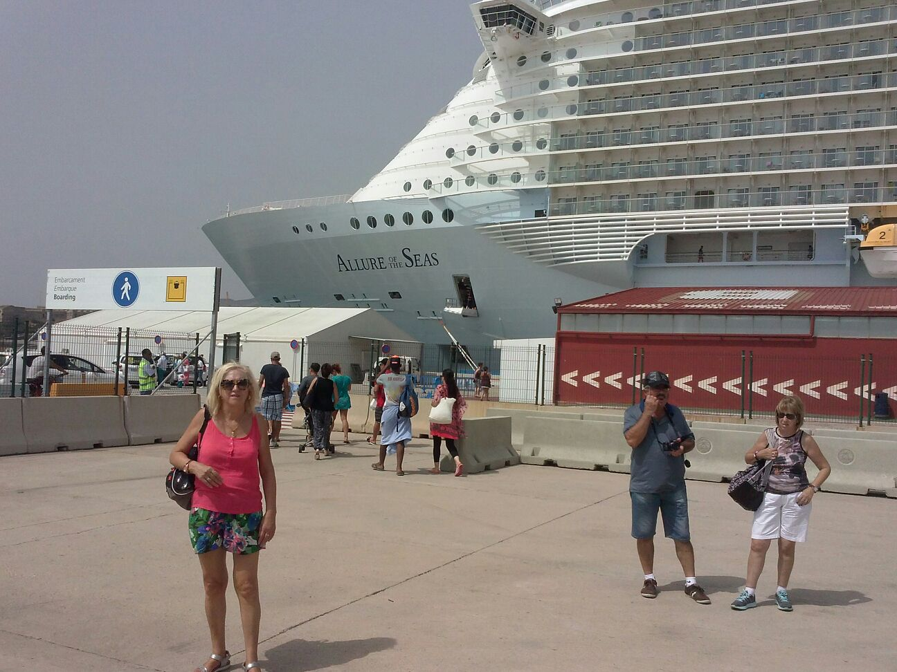 "Neus, Enric y Celia en el crucero ""Allure of the seas"""