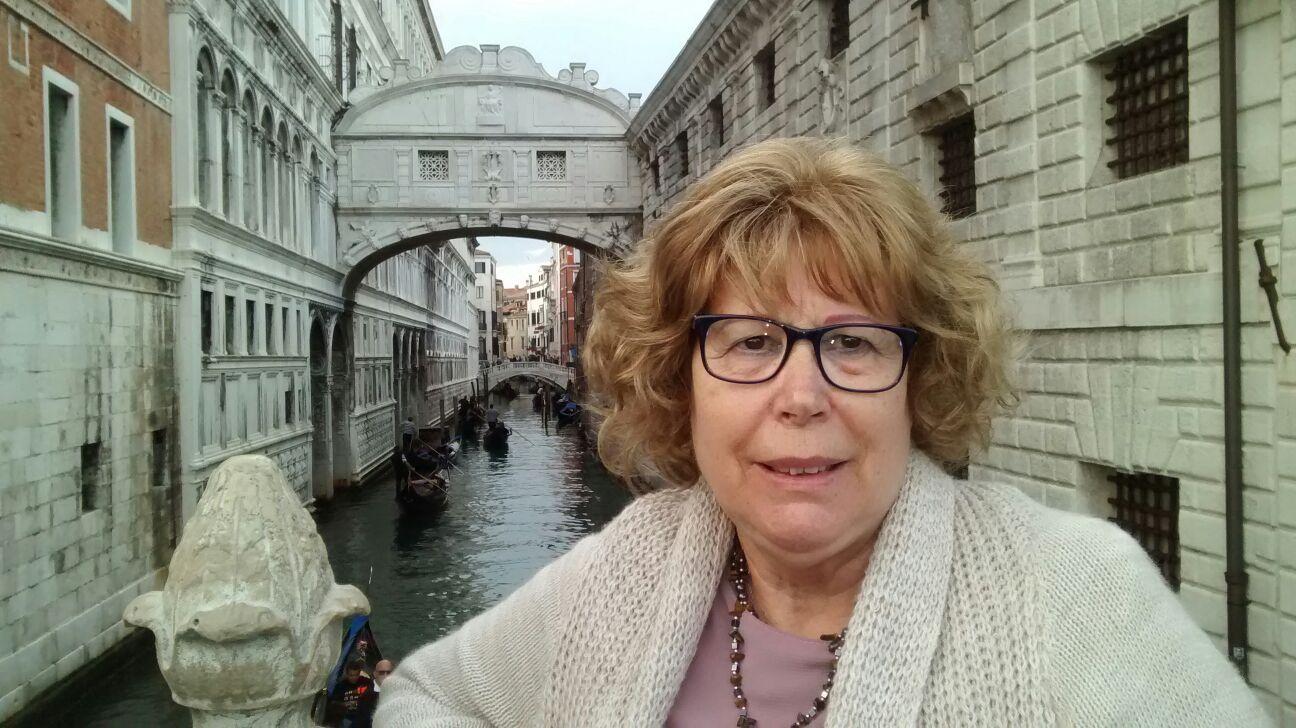 Esther en Venecia, ante el Puente de los Suspieros