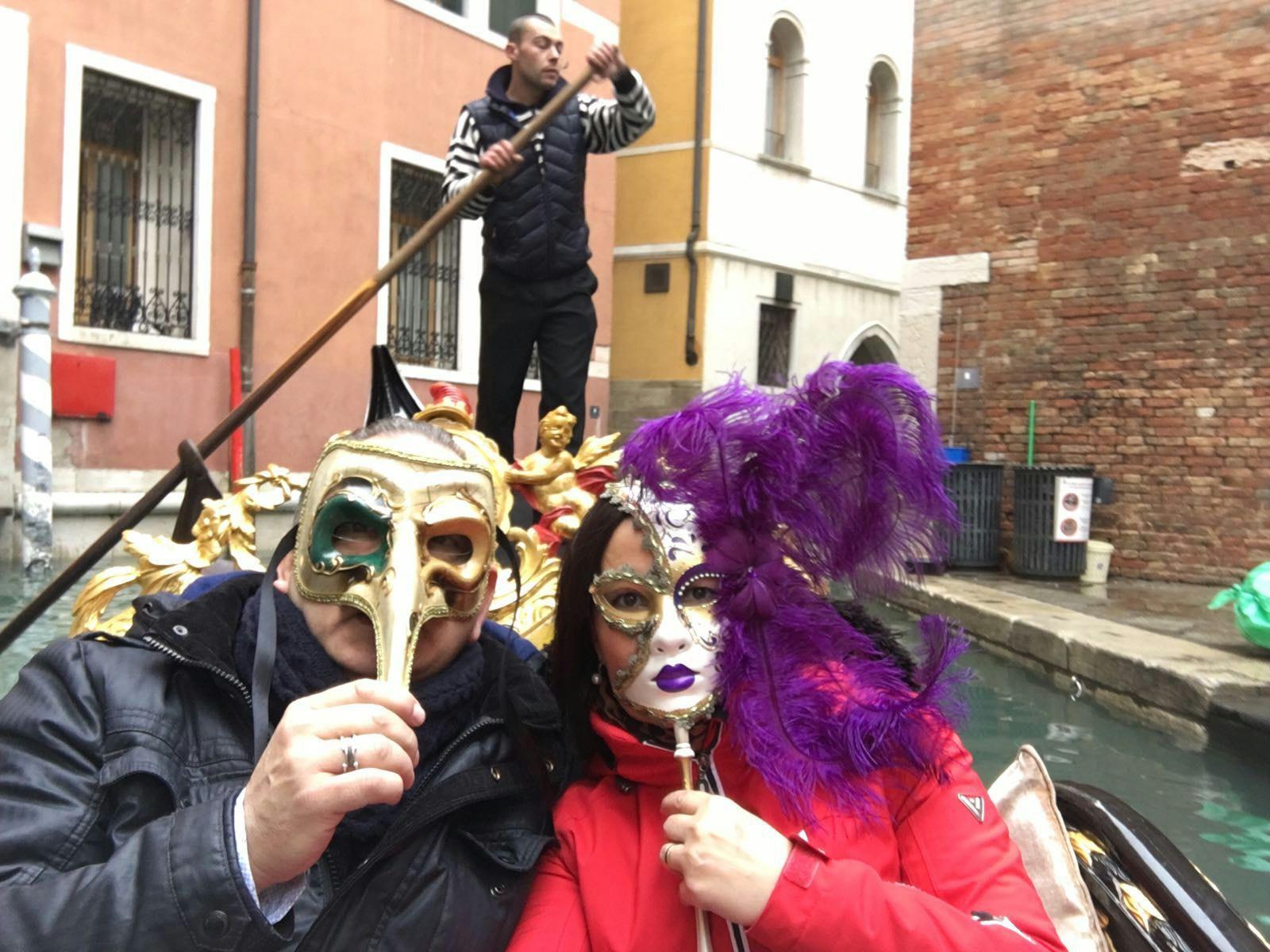 Tina y Nando en los carnavales de Venecia