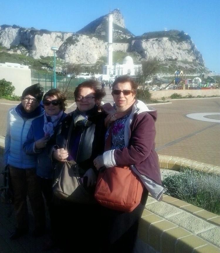 Santi, Ventura, Regina y Montse ante el Peñón de Gibraltar.