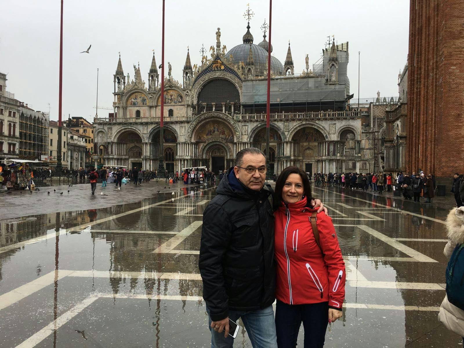 Tina y Nando en la Plaza San Marcos de Venecia.