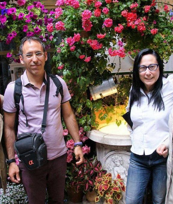 Angel y Ana en los patios de Córdoba