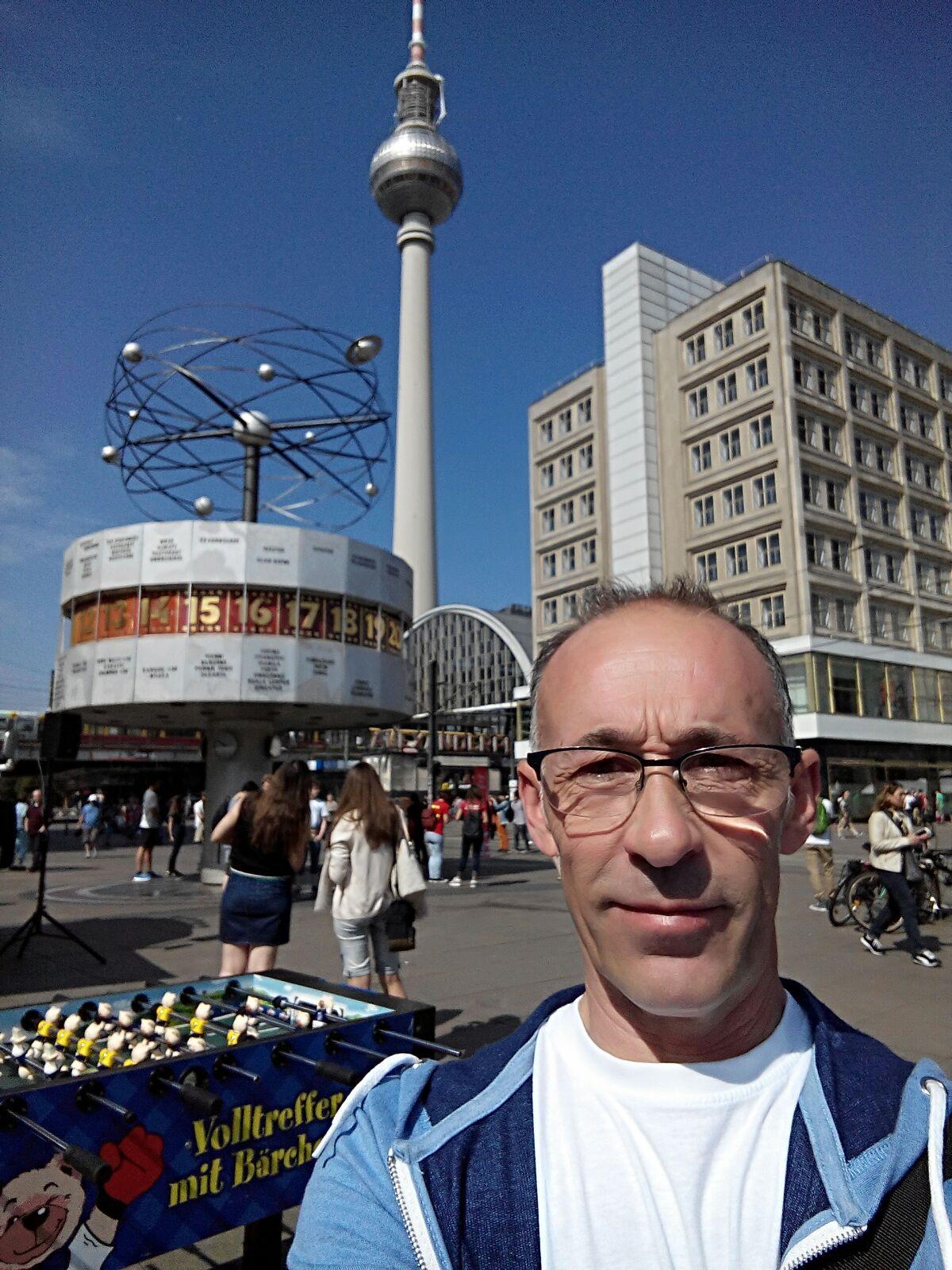 Enric en Alexanderplatz de Berlín.
