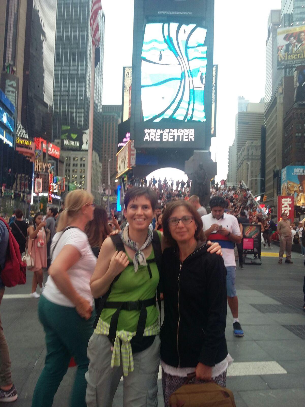 Maricarmen y Anna en Times Square.
