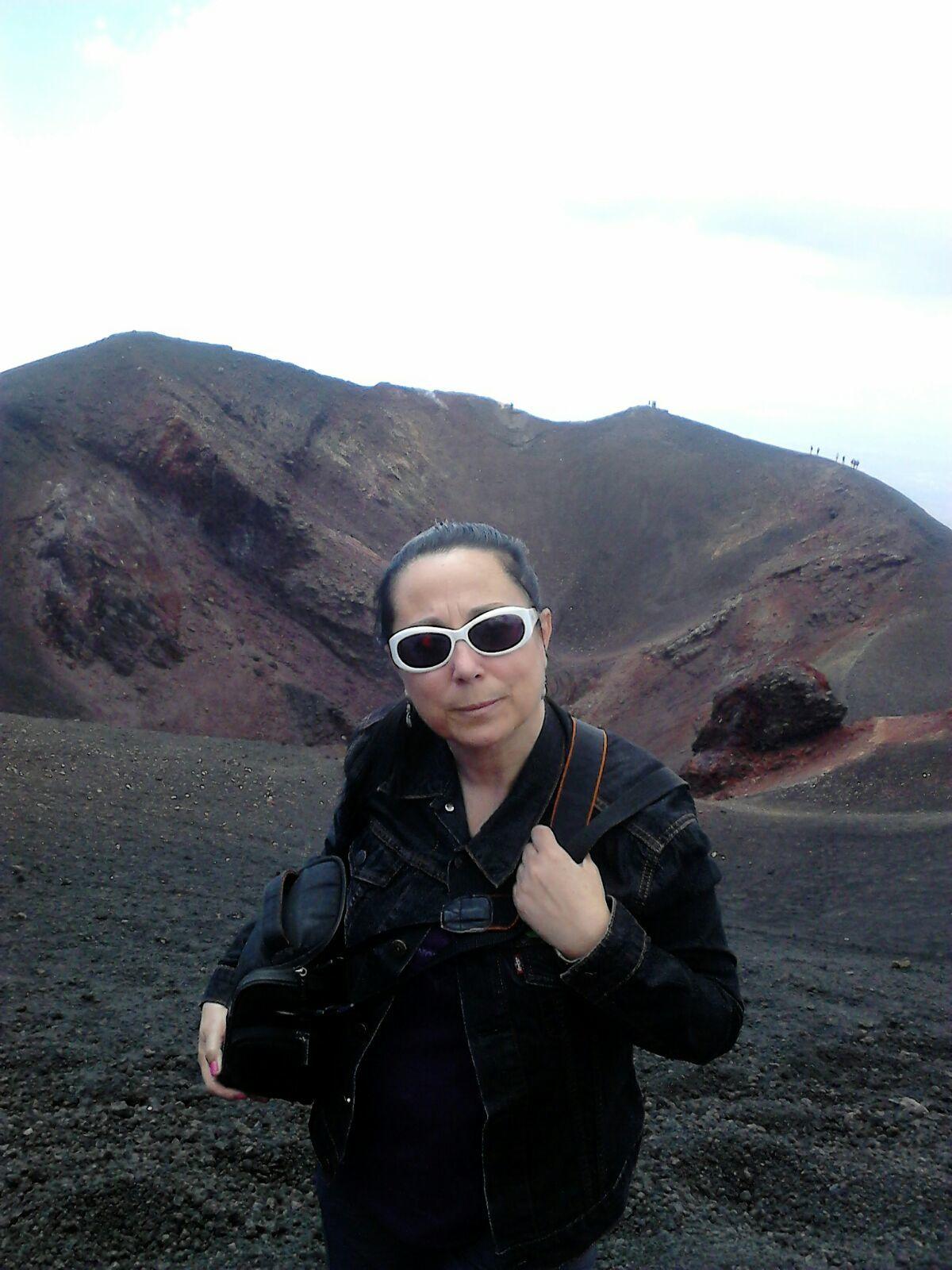 Ana a 400m del cono del Etna en Sicilia