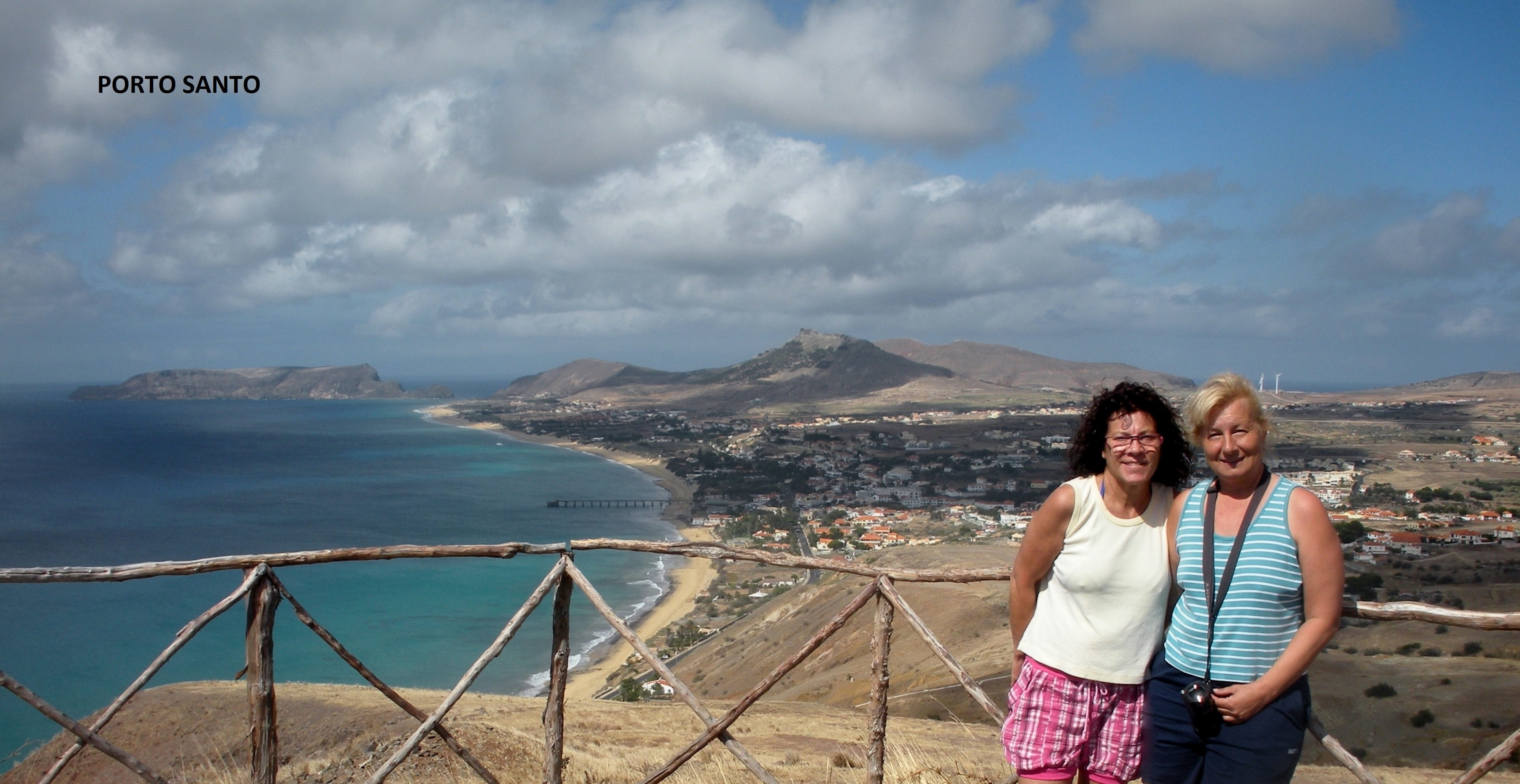 Merche y Valen en la Isla de Porto Santo.
