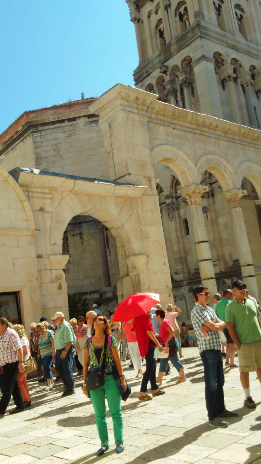 Rosario contempla la arquitectura de Splitz en Croacia