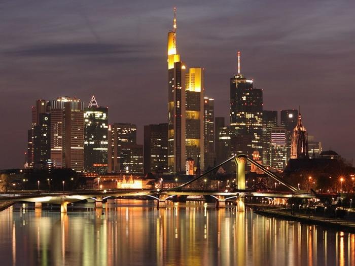 Recorre Alemania en un self drive de lujo, alojándote en hoteles de 5 estrellas y con un guía acompañante en vehículo adicional.