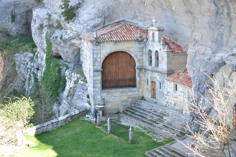 Ojo Guareña. Cuevas. Pantano del Ebro.