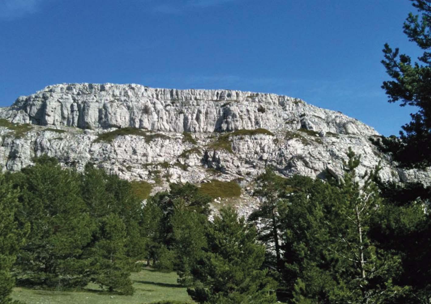 Macizo rocosa en el Barranco de La Bellena en Javalambre